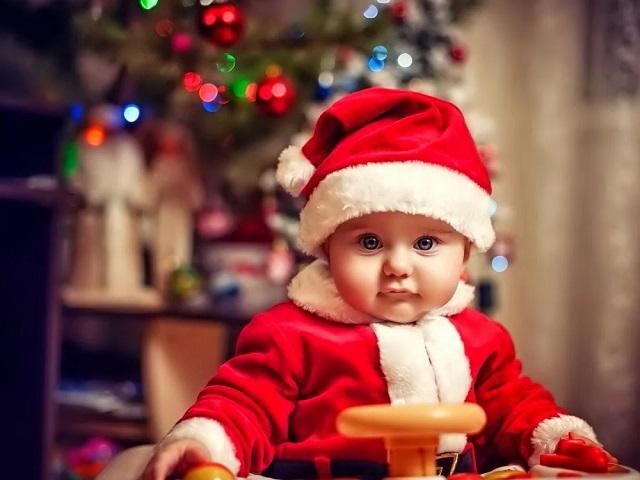 Готовимся к новому году: яркие пижамки, кофты и платья для детей