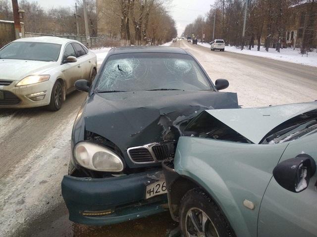 В Челябинске пенсионер протаранил легковушку, за рулём которой была нетрезвая девушка