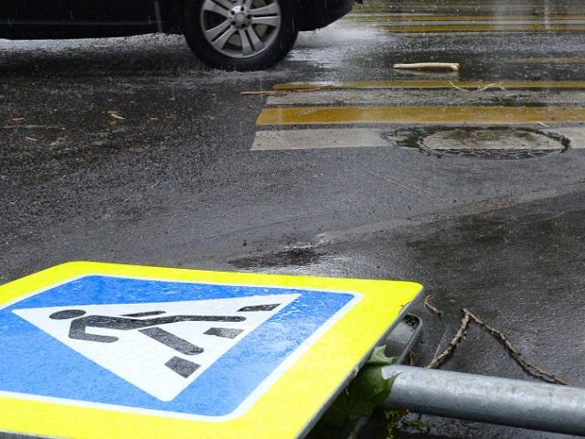 В Миассе водитель Mercedes спровоцировал ДТП и сбил пожилую женщину