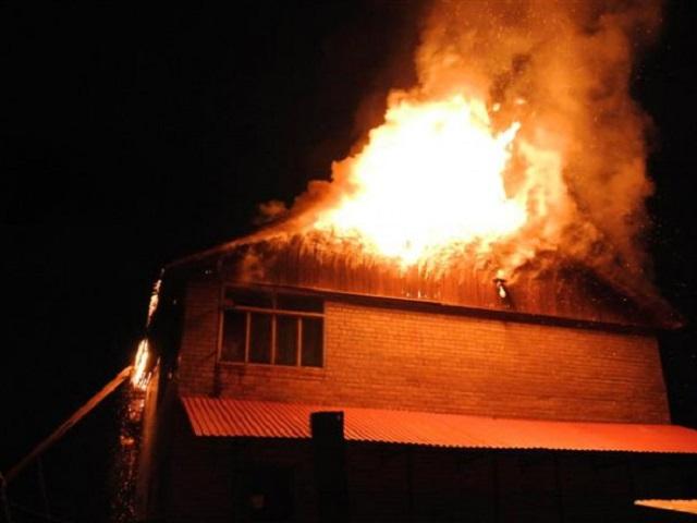 Ночной пожар уничтожил дачу в миасском СНТ