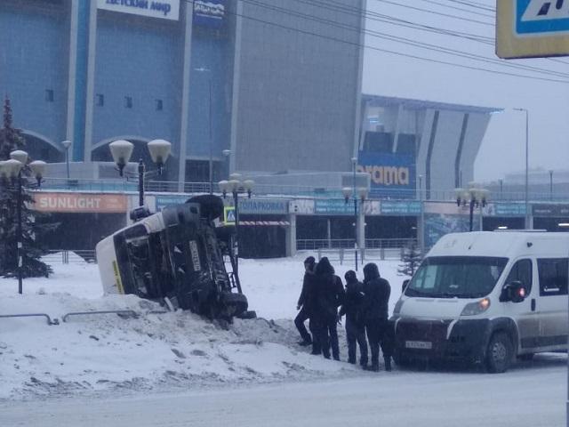 На Южном Урале перевернулась маршрутка с пассажирами