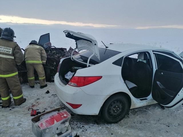 Четыре человека погибли при столкновении легковушек на трассе в Челябинской области