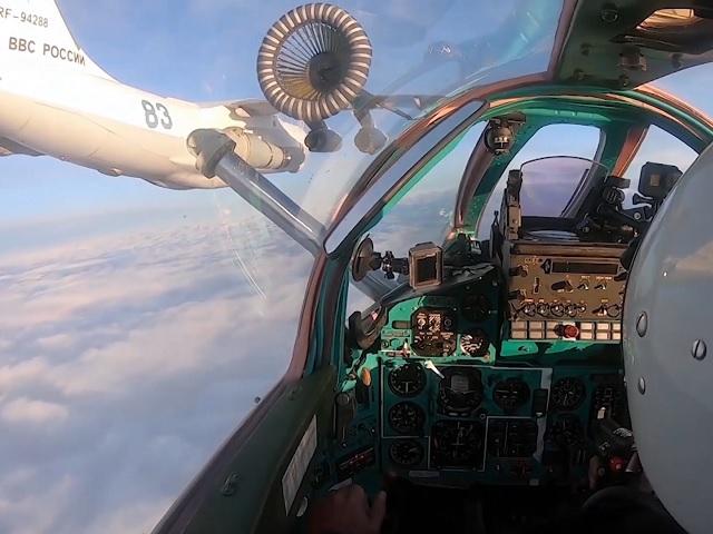 Дозаправку истребителя в небе над Челябинской областью сняли на видео
