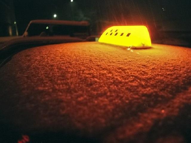 В Миассе трое парней напали с ножом на таксиста