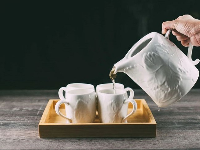 Медики рассказали об опасности неправильно заваренного чая