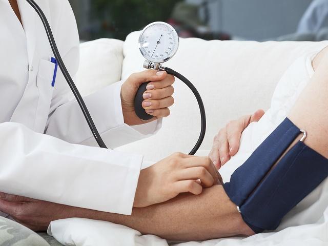 Кардиолог рассказал, как снизить давление без лекарств