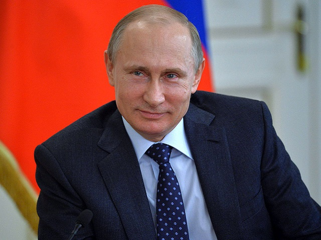 Владимир Путин ответил на вопрос, как прожить на 10 800 рублей в месяц