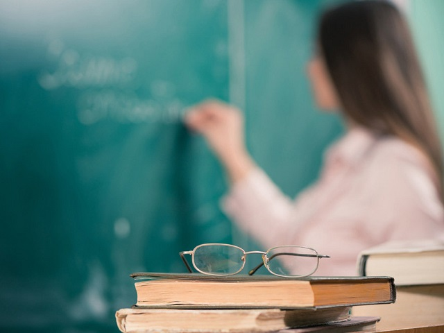 В России введут штрафы для родителей за оскорбление учителей детьми