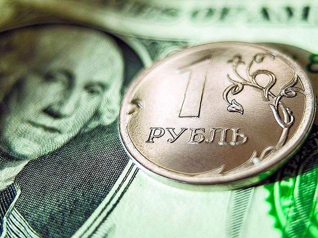 Не договорились: цены на нефть рухнули, курс доллара превысил 73 рубля