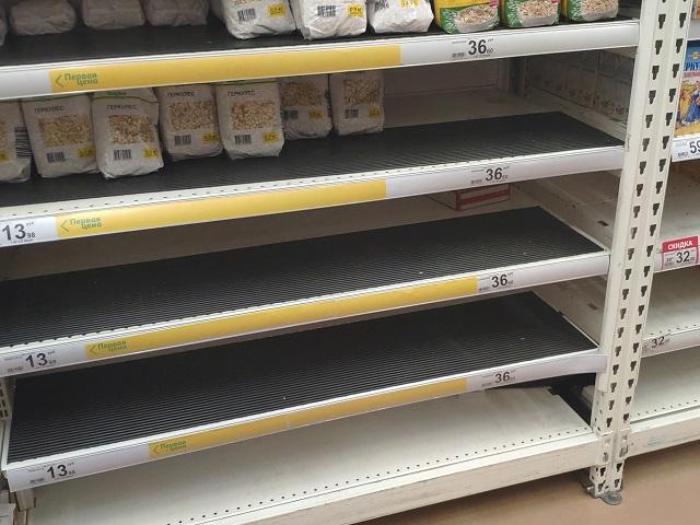 Коронавирусный психоз? Южноуральцы сметают с полок магазинов сахар и гречку