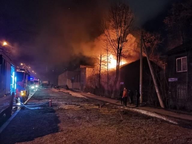 На Урале семь человек погибли при пожаре в жилом доме