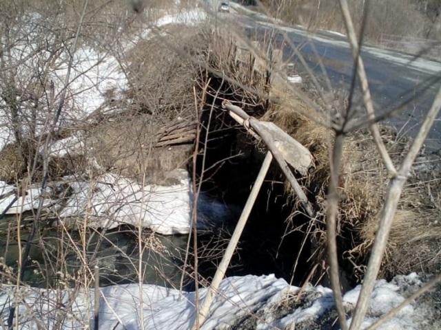 В Челябинской области обрушилась плита автомобильного моста