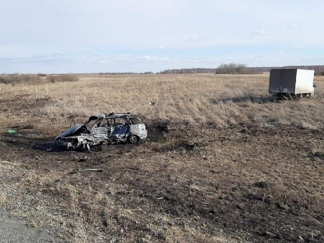 На Южном Урале два человека сгорели в легковушке, протараненной водителем грузовика