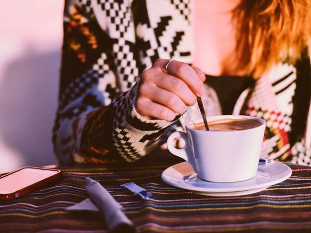 Не сердечники: медики рассказали, кому действительно опасно пить кофе