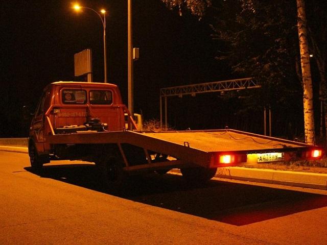 Житель Миасса нанял эвакуатор и украл припаркованный во дворе дома автомобиль