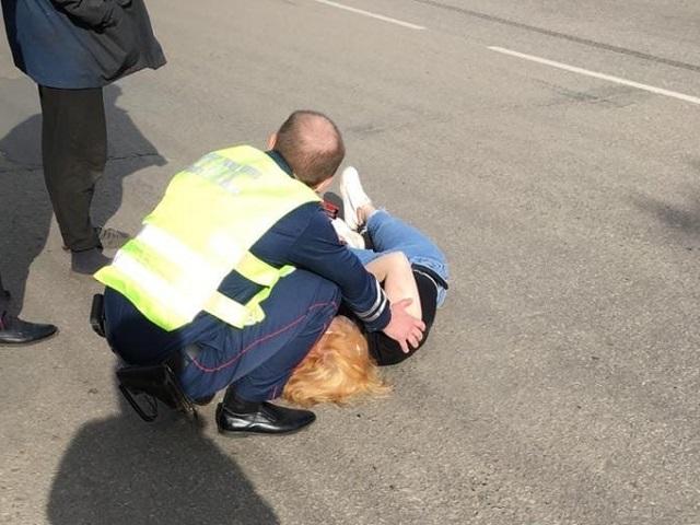 На Южном Урале экипаж ДПС сбил на пешеходном переходе девушку
