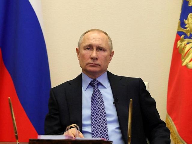 На Владимира Путина снова подали в суд