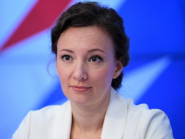 Анна Кузнецова призывает правительство РФ распространить выплаты на подростков 16 и 17 лет