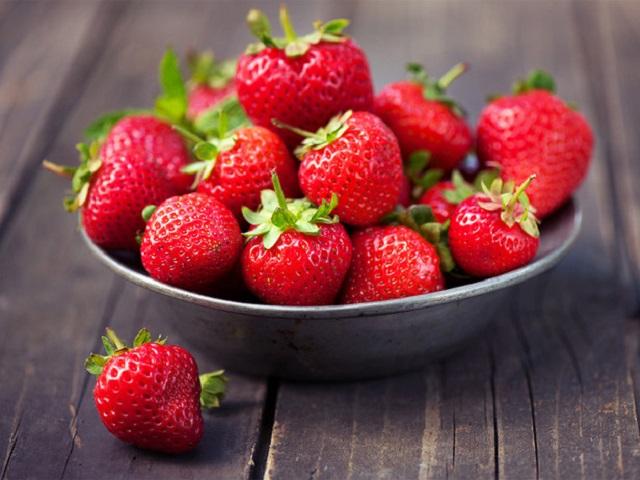 Опасные ягоды: российский врач рассказала, какую клубнику лучше не покупать