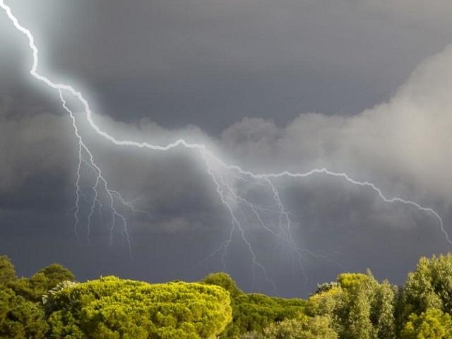 МЧС: на Южный Урал надвигается штормовой ветер с грозами и градом