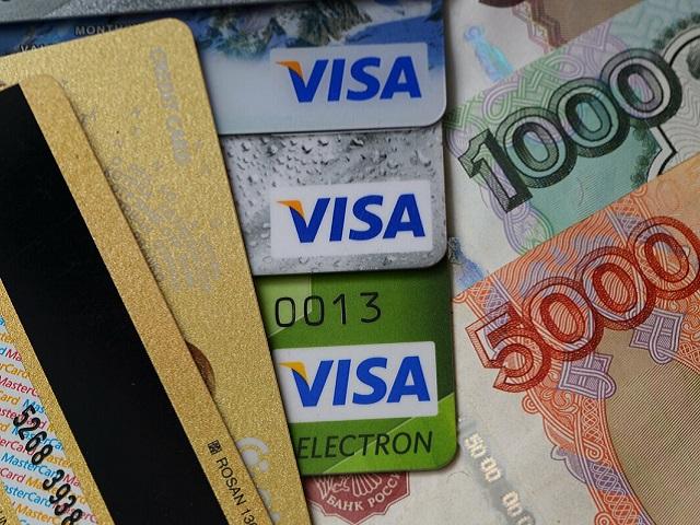 Российские банки могут сделать платным выпуск карт