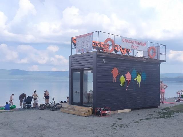 На городском пляже в Миассе установили общественный спасательный пост