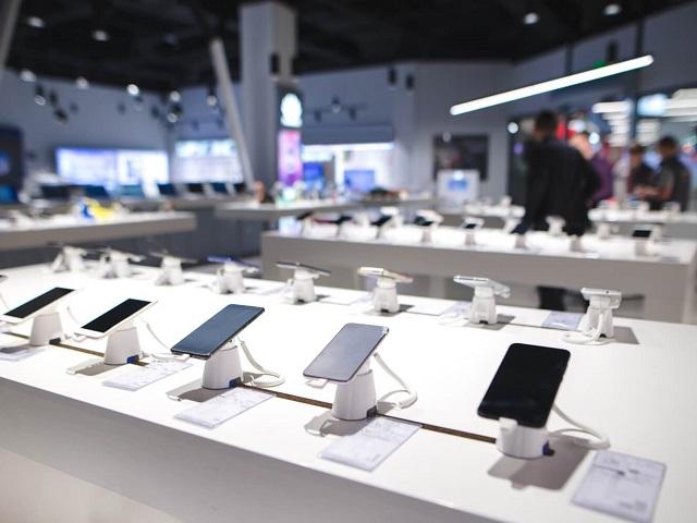 В дни выплаты детских пособий в России резко выросли продажи смартфонов до 10 тысяч рублей