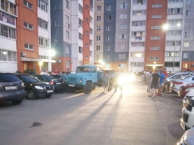 Нетрезвый водитель грузовика сбил женщину во дворе дома в Челябинске