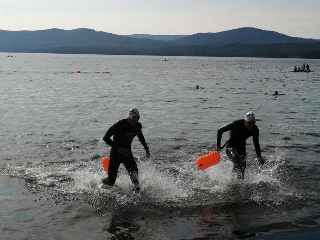 На озере Тургояк прошла тренировка по плаванью X-Waters