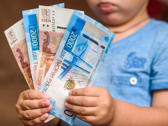 В Госдуме одобрили продление 10-тысячной выплаты российским семьям в августе