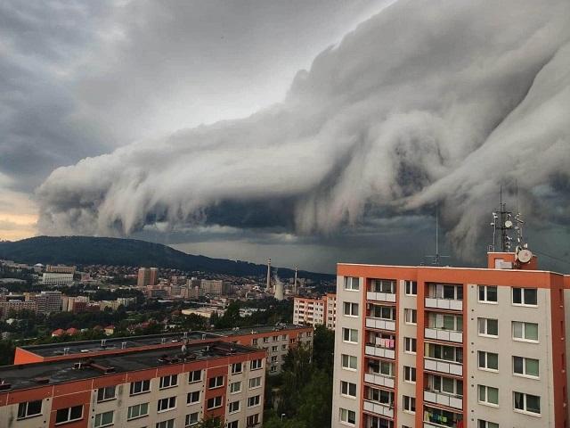 Предупреждение МЧС: на Южный Урал надвигается штормовой ветер с грозами и градом
