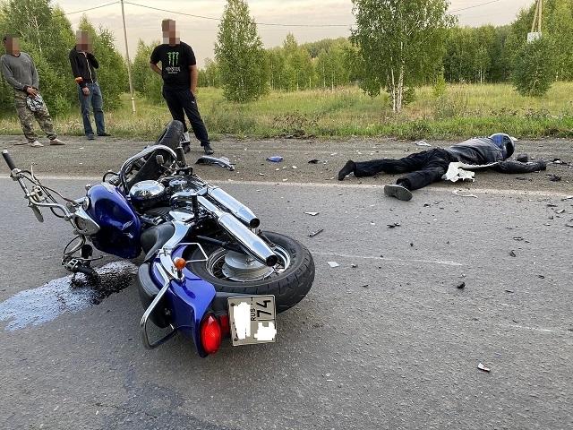 В Челябинской области семейная пара на мотоцикле насмерть разбились в ДТП с кроссовером