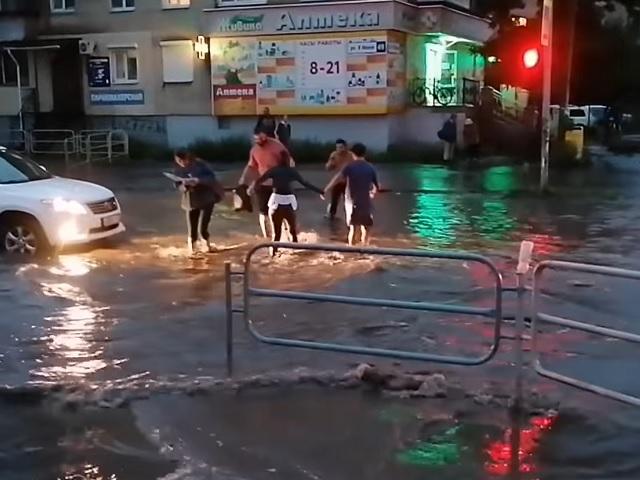 В Миассе затопило улицы после сильного ливня