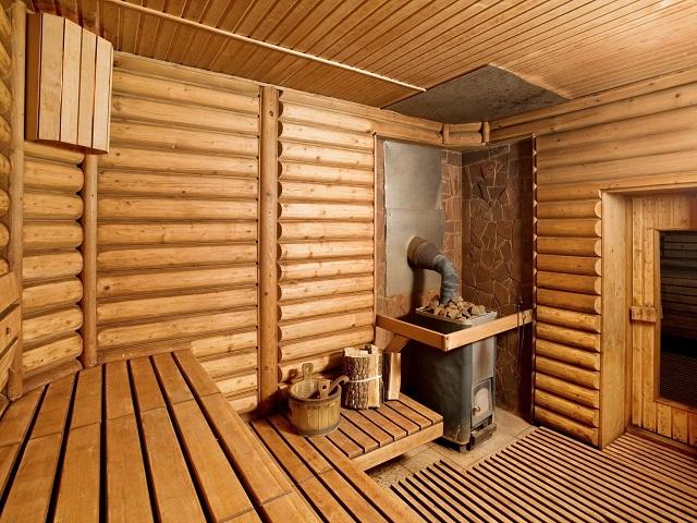 Врач назвал необычную опасность бани даже для здоровых людей