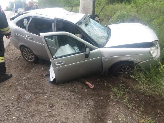 В Челябинской области водитель легковушки погиб после столкновения со столбом