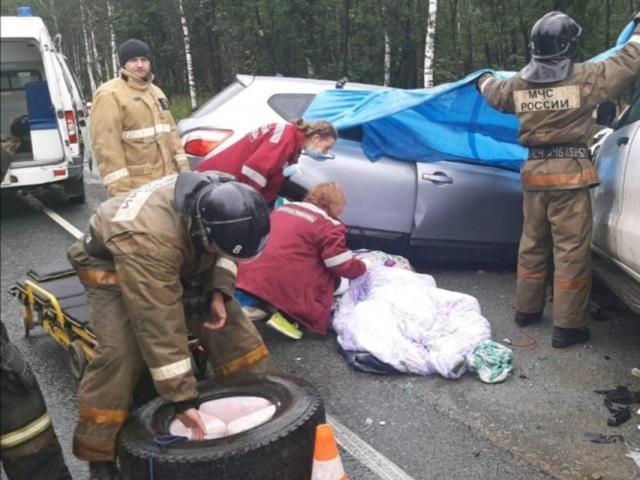 Семья с двумя детьми разбилась в лобовом ДТП на трассе в Челябинской области