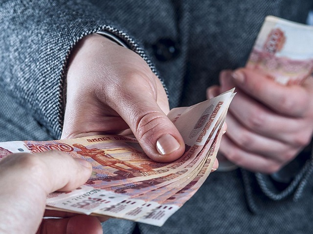 Самоизоляция рекордно увеличила у россиян объем свободных денег и мошенничеств
