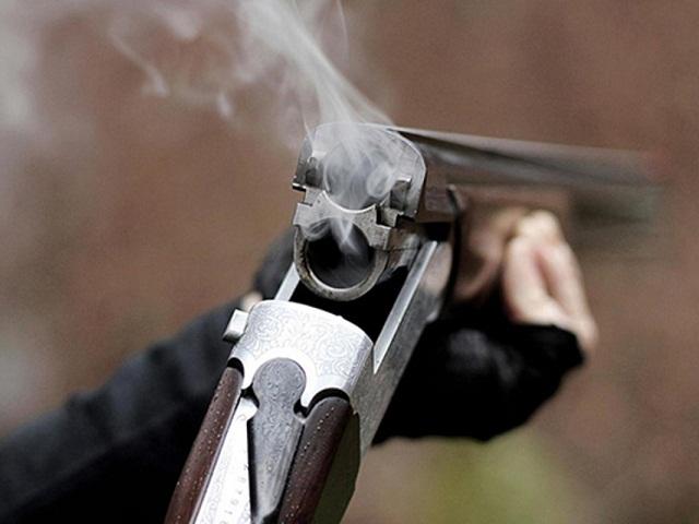 Челябинец выстрелил в соседа из ружья и напал на полицейского