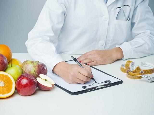 Врач-диетолог назвала идеальный для похудения возраст