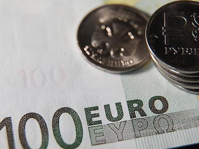 Впервые с 2016 года: курс евро перевалил за 90 рублей