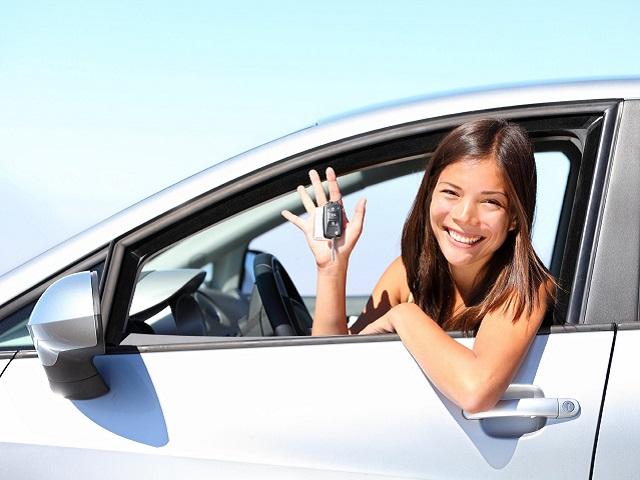 В Госдуме предложили разрешить водить машины с 16 лет
