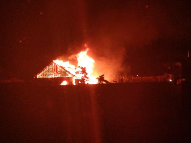 Пожар уничтожил деревянный дом в миасском посёлке