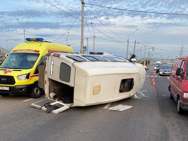 Пострадали восемь человек: На Южном Урале водитель кроссовера протаранил маршрутку