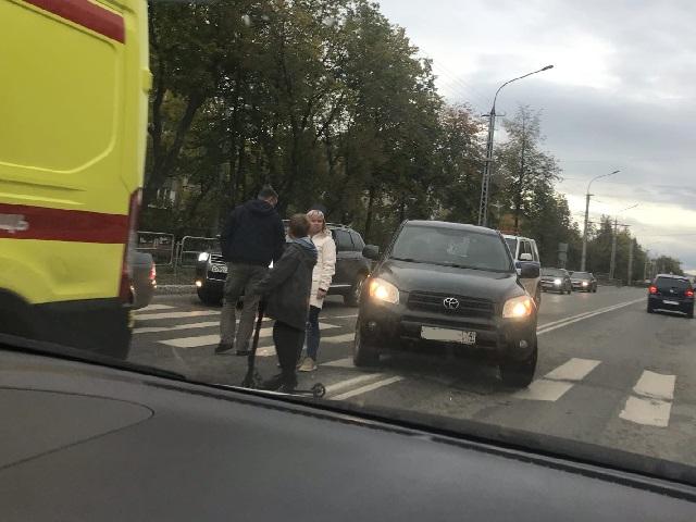 Три пешехода, в том числе несовершеннолетний, пострадали в Миассе в воскресенье