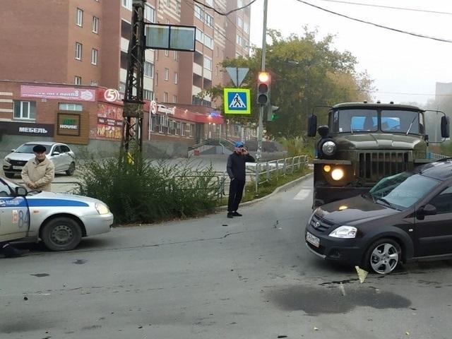 Пассажирка в больнице: в Миассе пожилой водитель «Урала» протаранил легковушку