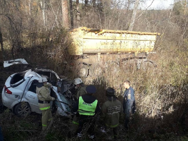 Водитель легковушки погиб в страшном лобовом ДТП на трассе в Челябинской области
