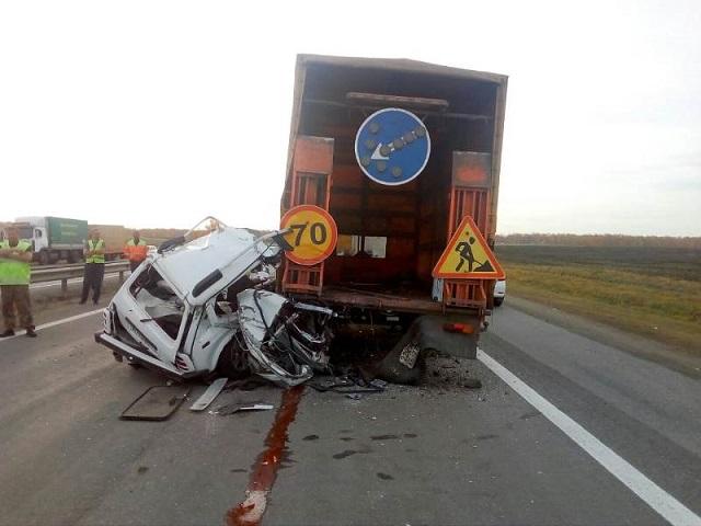 Водитель «Нивы» разбился в страшном ДТП с грузовиком на трассе в Челябинской области