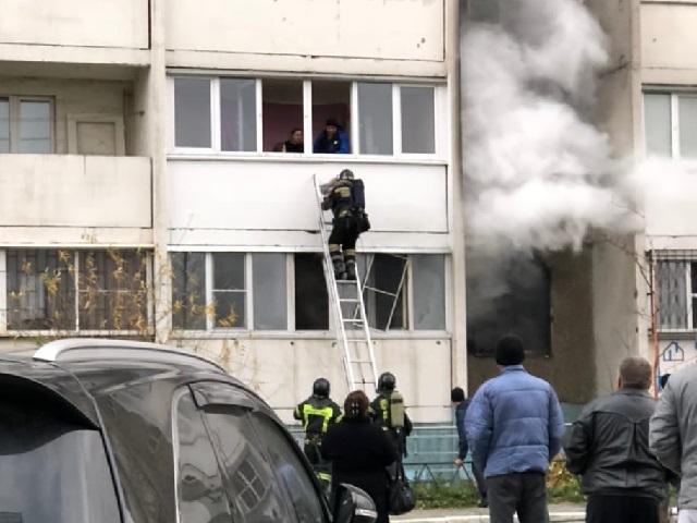 Двое жильцов челябинской «панельки» пострадали при пожаре