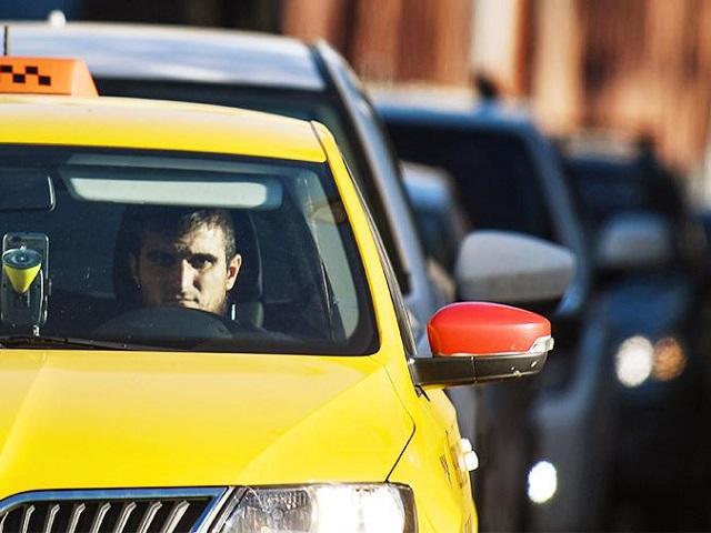 Водители известного агрегатора такси планируют провести забастовку в Челябинске
