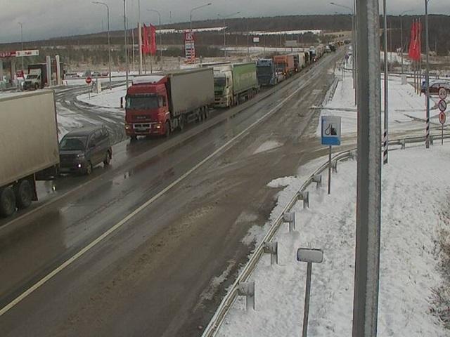 Снегопад стал причиной многокилометровой пробки на трассе М-5 в Челябинской области